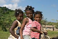 Dominikanische Republik, Kinder auf Pferd bei Miches im Nord-Osten