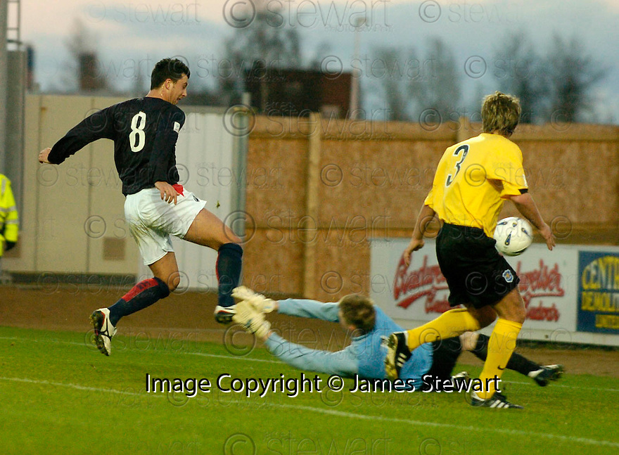 18/12/2004  Copyright Pic : James Stewart.File Name : jspa03_falkirk_v_qots.PEDRO MOUTINHO SCORES FALKIRK'S FIRST.......Payments to :.James Stewart Photo Agency 19 Carronlea Drive, Falkirk. FK2 8DN      Vat Reg No. 607 6932 25.Office     : +44 (0)1324 570906     .Mobile   : +44 (0)7721 416997.Fax         : +44 (0)1324 570906.E-mail  :  jim@jspa.co.uk.If you require further information then contact Jim Stewart on any of the numbers above.........