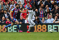 Pictured: Marvin Emnes of Swansea (R) is chased by Mile Jedinak of Crystal Palace (L)<br />