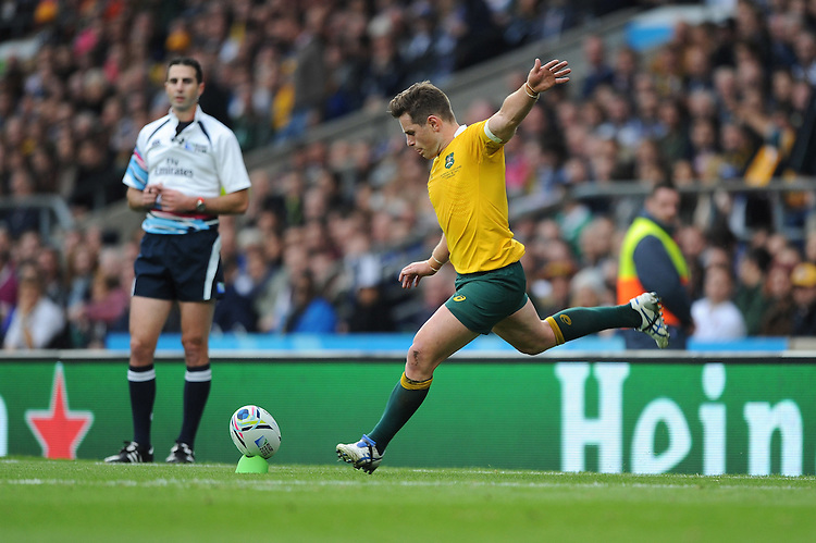 Bernard Foley of Australia has a few problems with his kicking game during the Quarter Final of the Rugby World Cup 2015 between Australia and Scotland - 18/10/2015 - Twickenham Stadium, London<br /> Mandatory Credit: Rob Munro/Stewart Communications