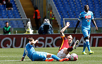 Calcio, Serie A: Roma vs Napoli. Roma, stadio Olimpico, 25 aprile 2016.<br /> Napoli's Jorginho, left, and Roma's Radja Nainggolan  fight for the ball during the Italian Serie A football match between Roma and Napoli at Rome's Olympic stadium, 25 April 2016.<br /> UPDATE IMAGES PRESS/Riccardo De Luca