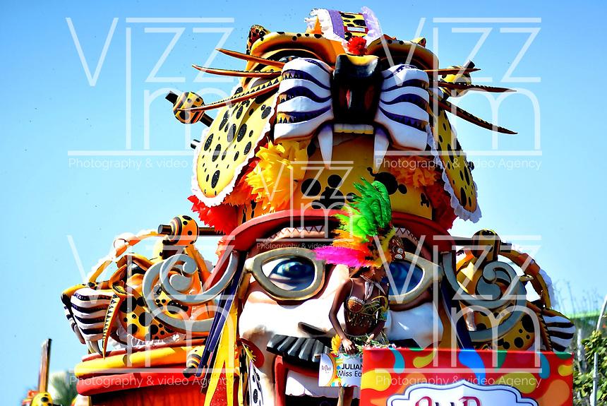 BARRANQUILLA-COLOMBIA- 10-02-2018: Desfile de la Batalla de flores del carnaval 2018. Carnaval de Barranquilla 2018 invita a todos los colombianos a contagiarse del Jolgorio general de una de las festividades más importantes del país y que se lleva a cabo del 10 hasta el 13 de febrero de 2018. / Batalla de Flores parade of the Carnaval 2018. Carnaval de Barranquilla 2018 invites all Colombians to catch the general reverly that make it one of the most important festivals of the country and take place until February 13, 2018.  Photo: VizzorImage / Alfonso Cervantes / Cont