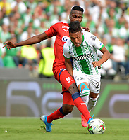 MEDELLIN-COLOMBIA, 29-02-2020: Sebastian Gomez de Atletico Nacional y Larry Angulo de Deportivo Independiente Medellin disputan el balon, durante partido de la fecha 7 entre Atletico Nacional y Deportivo Independiente Medellin, por la Liga BetPLay DIMAYOR I 2020, jugado en el estadio Atanasio Girardot de la ciudad de Medellin. / Sebastian Gomez of Atletico Nacional and Larry Angulo of Deportivo Independiente Medellin figth for the ball, during a match of the 7th date between Atletico Nacional and Deportivo Independiente Medellin, for the BetPLay DIMAYOR I Leguage 2020 played at the Atanasio Girardot Stadium in Medellin city. / Photo: VizzorImage / Leon Monsalve / Cont.
