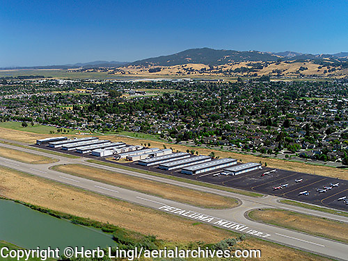 aerial photograph of Petaluma Municipal Airport (O69) in 2001