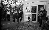 Marianne Vos (NLD) has a first chance to react to the cheers of the home crowd<br /> <br /> 2014 UCI cyclo-cross World Championships, Elite Women