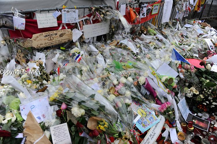 Hommage aux victimes des attentats,devant le Bataclan,<br />  Paris, FRANCE, le 18 decembre 2015<br /> <br /> PHOTO  :  Agence Quebec Presse