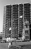 ƒlŽments de CORRIDART, rue Sherbrooke. - 5 juillet 1976. / Louis-Philippe Meunier. Archives de la Ville de MontrŽal. VM94-EM0745-064