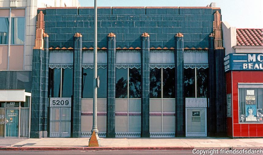 Los Angeles: Security Pacific Bank, Wilshire Blvd., 1929. Morgan, Walls & Clements.  Photo '82.