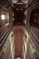 Europe/France/Auvergne/63/Puy-de-Dôme/Ennezat: L'église Saint-Victor (ancienne collégiale Saint-Victor et Sainte Couronne) - La coupole et la nef