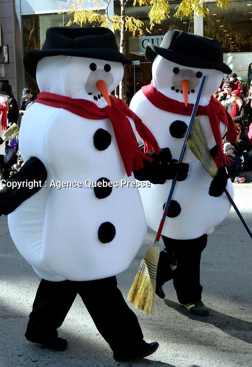 Paradedu Pere Noel sans neige - Rechauffement Global,<br /> Novembre 2005<br /> <br /> PHOTO : Agence Quebec Prese