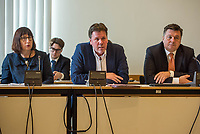 Sondersitzung Innenausschuss des Berliner Abgeordnetenhauses am Montag den 17. September 2018.<br /> Die Oppositionsfraktionen CDU und FDP hatten die Sitzung beantragt, da sie die Ernennung der frueheren Polizei-Vizepraesidentin Margarete Koppers zur Generalstaatsanwaeltin scharf kritisieren. Dem InnensenatorAndreas Geisel (SPD) wird vorgeworfen, ein Disziplinarverfahren gegen die fruehere Polizei-Vizepraesidentin unterbunden zu haben. Gegen Koppers laufen Ermittlungen Wegen der vergifteten Polizei-Schiessstaende. Ihr wird vorgeworfen, als Polizei-Vizepraesidentin zu wenig gegen die schadstoffbelasteten Schiessstaende getan zu haben. Erst Anfang September starb ein Schiesstrainer.<br /> Im Bild vlnr.: xx; Staatssekretaer der Senatsinnenverwaltung Torsten Akmann; Innensenator Andreas Geisel.<br /> 17.9.2018, Berlin<br /> Copyright: Christian-Ditsch.de<br /> [Inhaltsveraendernde Manipulation des Fotos nur nach ausdruecklicher Genehmigung des Fotografen. Vereinbarungen ueber Abtretung von Persoenlichkeitsrechten/Model Release der abgebildeten Person/Personen liegen nicht vor. NO MODEL RELEASE! Nur fuer Redaktionelle Zwecke. Don't publish without copyright Christian-Ditsch.de, Veroeffentlichung nur mit Fotografennennung, sowie gegen Honorar, MwSt. und Beleg. Konto: I N G - D i B a, IBAN DE58500105175400192269, BIC INGDDEFFXXX, Kontakt: post@christian-ditsch.de<br /> Bei der Bearbeitung der Dateiinformationen darf die Urheberkennzeichnung in den EXIF- und  IPTC-Daten nicht entfernt werden, diese sind in digitalen Medien nach §95c UrhG rechtlich geschuetzt. Der Urhebervermerk wird gemaess §13 UrhG verlangt.]