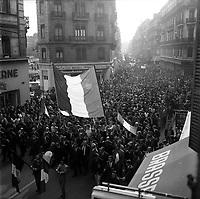 31 Mai 1968. Vue de la manifestation Gaulliste dans les rues de Toulouse.