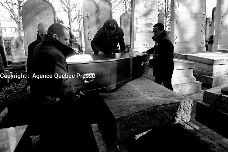 Enterrement<br /> <br /> PHOTO : Agence Quebec Presse