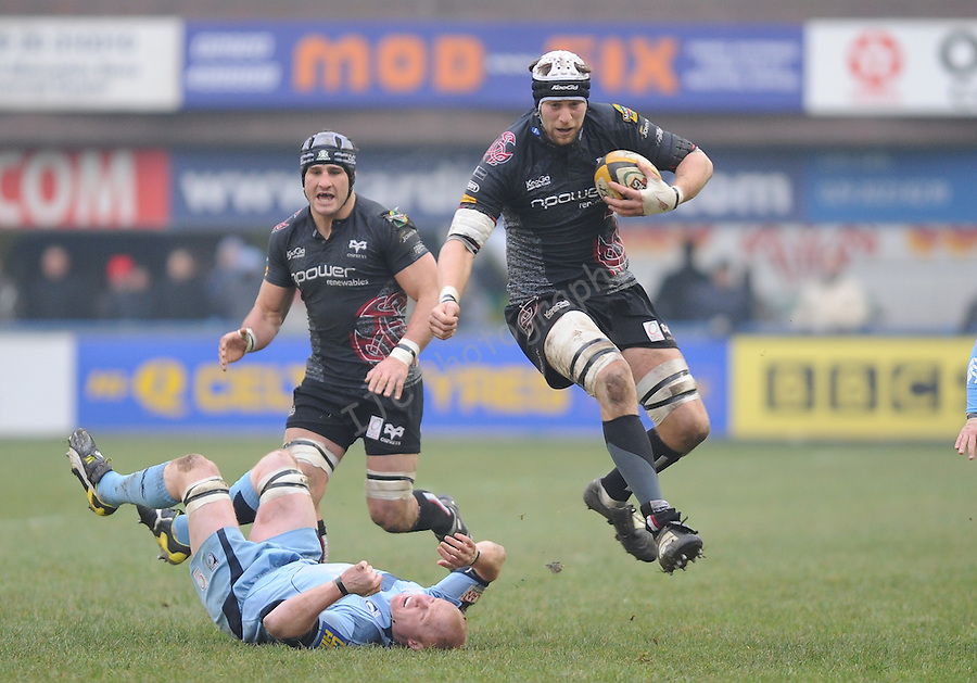 Ryan Jones (Capt) jumps over Martyn Williams tackle. Cardiff Blues V Ospreys , Magners League.© Ian Cook IJC Photography iancook@ijcphotography.co.uk www.ijcphotography.co.uk