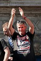 Duesseldorf, Germany, 2. Bundesliga, promotion to 1. Bundesliga of  Fortuna Duesseldorf, team celebrates at Rathausmarkt of Duesseldorf, 14.05.2018<br /> Trainer Friedhelm FUNKEL (F 95) <br /> *** Local Caption *** © pixathlon<br /> Contact: +49-40-22 63 02 60 , info@pixathlon.de