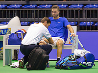 Rotterdam, Netherlands, December 17, 2015,  Topsport Centrum, Lotto NK Tennis, Yannick Zenden (NED) recieven a medica treatment by fysio Edwin Visser<br /> Photo: Tennisimages/Henk Koster