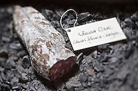 Europe/France/Rhone-Alpes/73/Savoie/Courchevel: Restaurant: Le 1947: La Cave à Saucissons à l'Hôtel  Cheval Blanc,  Saucisson sur la cendre