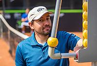 Rotterdam, Netherlands, August 22, 2017, Rotterdam Open, Umpire adjusting score<br /> Photo: Tennisimages/Henk Koster