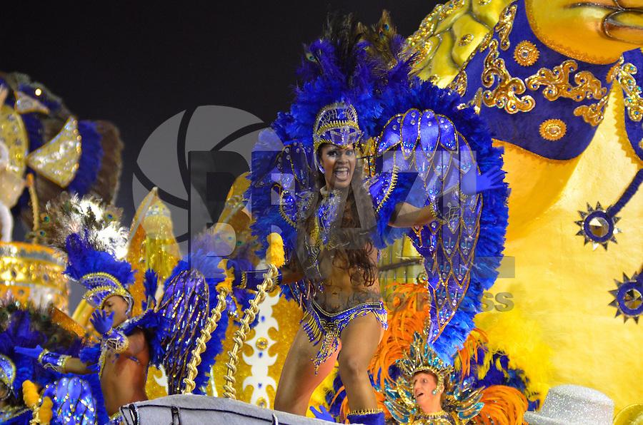 SAO PAULO, SP, 08 FEVEREIRO 2013 - CARNAVAL SP - ACADEMICOS DO TATUAPE - Integrantes da escola de samba Acadêmicos do Tatuape durante desfile no primeiro dia do Grupo Especial no Sambódromo do Anhembi na região norte da capital paulista, nesta sexta-feira, 08. (FOTO: LEVI BIANCO - BRAZIL PHOTO PRESS)