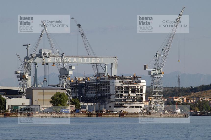 - shipyards Fincantieri, cruise ship  of the  Carnival Lines company under construction....- cantieri navali Fincantieri, nave da crociera della compagnia Carnival Lines in allestimento