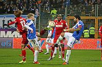 Pass mit der Hacke von Yuya Osako (Koeln) gegen Aytac Sulu (Darmstadt) - SV Darmstadt 98 vs. 1. FC Koeln, Stadion am Boellenfalltor