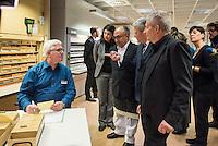 Besuch von Bundespraesident Joachim Gauck im Stasi-Unterlagen-Archiv in Berlin.<br /> Im Bild: Karteibereichsleiter Rupert Carus (links) im Gespaech mit dem Bundespraesident und dem Bundesbeauftragten fuer die Stasi-Unterlagen, Roland Jahn (rechts).<br /> Links neben dem Bundespraesident steht Exzellenz Jose Francisco <br /> Cali Tzay, Botschafter Guatemalas.<br /> 13.1.2017, Berlin<br /> Copyright: Christian-Ditsch.de<br /> [Inhaltsveraendernde Manipulation des Fotos nur nach ausdruecklicher Genehmigung des Fotografen. Vereinbarungen ueber Abtretung von Persoenlichkeitsrechten/Model Release der abgebildeten Person/Personen liegen nicht vor. NO MODEL RELEASE! Nur fuer Redaktionelle Zwecke. Don't publish without copyright Christian-Ditsch.de, Veroeffentlichung nur mit Fotografennennung, sowie gegen Honorar, MwSt. und Beleg. Konto: I N G - D i B a, IBAN DE58500105175400192269, BIC INGDDEFFXXX, Kontakt: post@christian-ditsch.de<br /> Bei der Bearbeitung der Dateiinformationen darf die Urheberkennzeichnung in den EXIF- und  IPTC-Daten nicht entfernt werden, diese sind in digitalen Medien nach §95c UrhG rechtlich geschuetzt. Der Urhebervermerk wird gemaess §13 UrhG verlangt.]