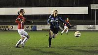 Club Brugge Vrouwen - PSV Eindhoven :<br /> <br /> Jana Coryn (R) is sneller dan Maran van Erp (L)<br /> <br /> foto Dirk Vuylsteke / Nikonpro.be