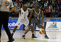MANIZALEZ -COLOMBIA-19-04-2013. Pedro Cubillan (i) de Once Caldas disputan el balón con Edgar Moreno(d) de Piratas durante partido de la fecha 1 fase II de la Liga DirecTV de baloncesto profesional colombiano 2013 disputado en la ciudad de Manizales./  Pedro Cubillan (l) de Once Cladas fight for the ball with Edgar Moreno (r) of Piratas during game of the first date phase II of DirecTV League of professional Basketball of Colombia 2013 at Manizales city. Photo: VizzorImage/JJ Bonilla/STR