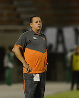 ENVIGADO- COLOMBIA -22-04-2016: Juan C Sanchez, tecnico de Envigado FC, durante partido Envigado FC y Once Caldas por la fecha 14 de la Liga Aguila I 2016, en el estadio Polideportivo Sur de la ciudad de Envigado. /  Juan C Sanchez, coach of Envigado FC, during a match Envigado FC and Once Caldas for the date 14 of the Liga Aguila I 2016 at the Polideportivo Sur stadium in Envigado city. Photo: VizzorImage / Leon Monsalve / Cont.