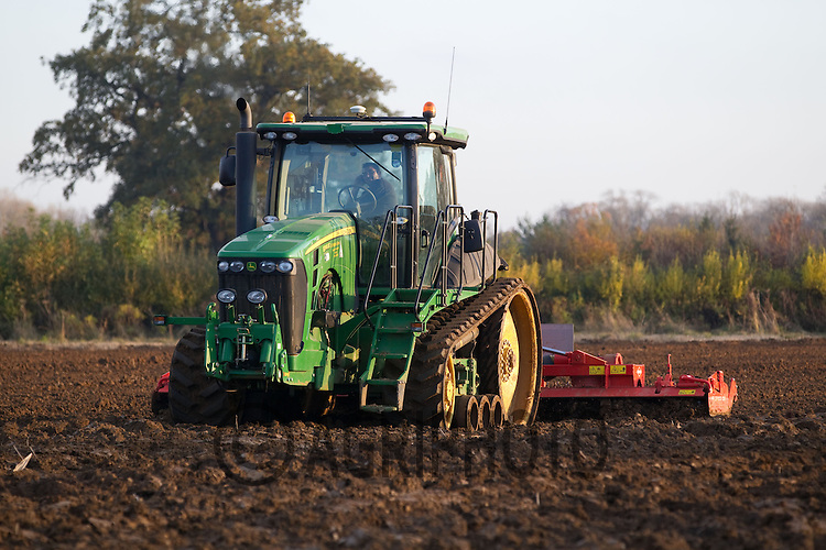 John Deere Crawler power harrowing.Picture Tim Scrivener date taken 20th November 2012.mobile 07850 303986 e-mail tim@agriphoto.com.....covering agriculture in the Uk....