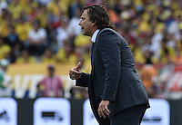BARRANQUILLA - COLOMBIA - 10-11-2016: Juan Antonio Pizzi técnico de Chile durante partido contra de Colombia de la fecha 11 por la clasificación a la Copa Mundial de la FIFA Rusia 2018 jugado en el estadio Metropolitano Roberto Melendez en Barranquilla./  Juan Antonio Pizzi coach of Chile during match against Colombia of the date 11 for the qualifier to FIFA World Cup Russia 2018 played at Metropolitan stadium Roberto Melendez in Barranquilla. Photo: VizzorImage/ Gabriel Aponte / Staff
