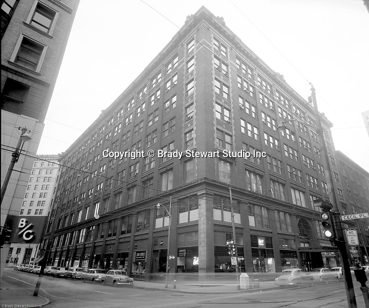 Pittsburgh PA:  View of the famous Jenkins Arcade Building from Penn Avenue and Cecil Place in Pittsburgh. The Jenkins Arcade for the nation's first indoor shopping mall opened in 1911 and was demolished in 1984 to make room for a new skyscraper.