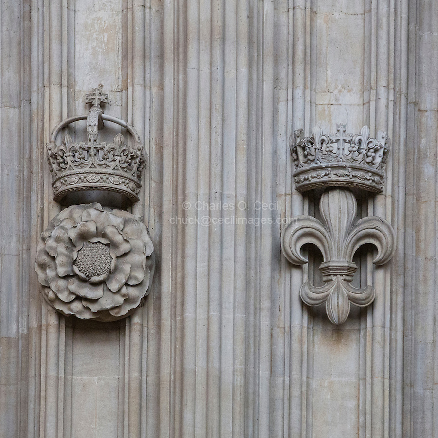 UK, England, Cambridge.  King's College Chapel, Tudor Rose and Crown on left, Fleur de Lys and French Crown on right.