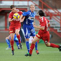 KV Kortrijk - AA Gent.duel tussen Leon Benko (links) en Tim Smolders.foto VDB / BART VANDENBROUCKE