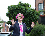 © Joel Goodman - 07973 332324 . 10/06/2016 . Manchester , UK . Comedian EDDIE IZZARD door knocking in Hulme , Manchester , in support of the Remain campaign , ahead of the UK's EU Referendum . Photo credit : Joel Goodman