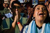 SÃO PAULO,SP,13.07.2014 - COPA 2014 - TORCIDA ARGENTINA x ALEMANHA - Torcedores argentinos lamentam derrota  da Argentina contra a Alemanha pela  final da Copa do mundo 2014 no Bar Moocaires na Mooca região leste de São Paulo.(Foto Ale Vianna/Brazil Photo Press).