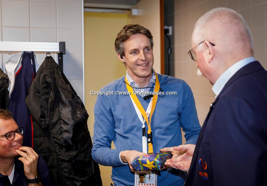 ttThe Hague, The Netherlands, Februari 7, 2020,    Sportcampus, FedCup  Netherlands -  Balarus,  linespersons express their thanks to Guus van Berkel<br /> Photo: Tennisimages/Henk Koster