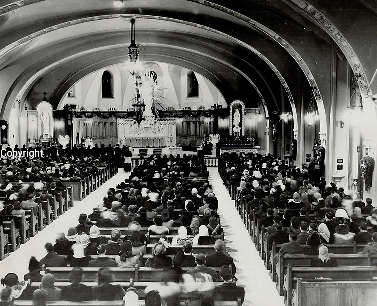 Mass engagement ceremony at St. Joseph's Oratory; Montreal; saw 118 brides and their husbands-to-be pledge to try to make their married lives a success and rear their children in atmosphere of Christianity. The unique ceremony was conducted by Archbishop Charbonneau who blessed the engagement rings and heard the pledges, 1948<br /> <br /> PHOTO : Toronto Star Archives - AQP