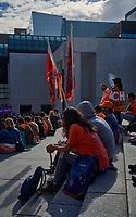 Finale de la Marche pour la Réconciliation, le 30 septembre 2021, sur le parvis de la Place des arts.<br /> <br /> Il s'agit de la 1ere journée de commémoration des enfants des pensionnats.<br /> <br /> PHOTO : Pierre Tran - Agence Quebec Presse