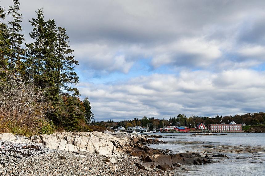 Rocky beach overbooking Bass Harbor, Maine, USA