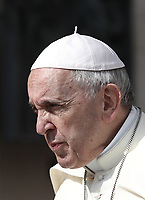 Papa Francesco arriva all'udienza generale del mercoledi' in Piazza San Pietro, Citta' del Vaticano, 30 maggio, 2018.<br /> Pope Francis arrives to lead his weekly general audience in St. Peter's Square at the Vatican, on May 30, 2018.<br /> UPDATE IMAGES PRESS/Isabella Bonotto<br /> <br /> STRICTLY ONLY FOR EDITORIAL USEUPDATE IMAGES