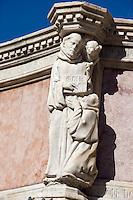 Italien, Umbrien, Brunnen Fontana Maggiore in Perugia, entworfen 1275 von Fra Bevignate, Reliefs von Nicolo und Giovanni Pisano