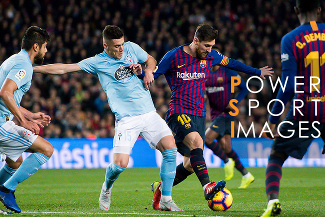 Lionel Andres Messi of FC Barcelona (R) fights for the ball with Robert Mazan of RC Celta de Vigo during the La Liga 2018-19 match between FC Barcelona and RC Celta de Vigo at Camp Nou on 22 December 2018 in Barcelona, Spain. Photo by Vicens Gimenez / Power Sport Images