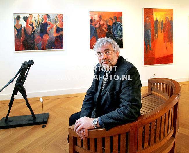 Arnhem, 121005<br />Leo van Eijk in galerie 'de Vijf Eiken'. <br />Foto: Sjef Prins - APA Foto