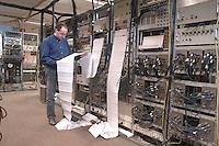 """- CNR (Consiglio Nazionale delle Ricerche) radiotelescopio """"Croce del Nord"""" a Medicina (Bologna), sala ricevitori; il telescopio fa parte del progetto internazionale SETI (Ricerca di Intelligenza Extraterrestre)<br /> <br /> - CNR (National Research Council), radio telescope """" Cross of the North """" at Medicina ( Bologna, Italy ), receivers room; the telescope is part of the international project SETI (Search for Extraterrestrial Intelligence)"""