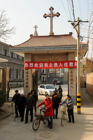 CHINA Province Shaanxi catholic church in Sanyuan, holy mass / CHINA Provinz Shaanxi , katholische Kirche in Sanyuan, heilige Messe