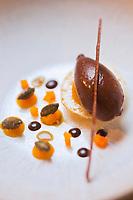 Europe/France/73/Savoie/Val d'Isère:  Avant-Dessert: Déclinaison autour de la courge, sorbet chocolat à la Fève Tonka recette de Benoît Vidal. chef du restaurant: L'Atelier d'Edmond, au Fornet