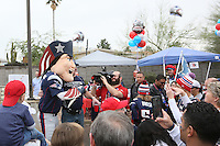 Maskottchen Pat the Patriot mit den Fans - New England Patriots Fanclub Arizona Fan Rally in Phoenix
