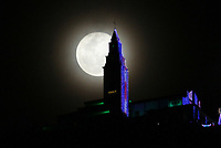 BOGOTÁ - COLOMBIA, 12-12-2019: Escena decembrina del Santuario de Monserrate con la última luna llena del año 2019 en la capital./<br /> Decembrine scene of the Sanctuary of Monserrate with the last full moon of the year 2019 in the capital.l. Photo: VizzorImage / Felipe Caicedo / Satff