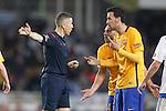 FC Barcelona's Javier Mascherano (c) and Sergio Busquets (r) have words with Spanish referee Iglesias Villanueva during La Liga match. April 9,2016. (ALTERPHOTOS/Acero)